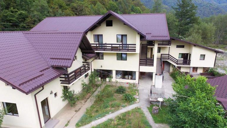 Răzvan Ciobanu şi părinţii săi nu au câştigat nici un ban de pe urma pensiunii de la munte! Afacerea le-a provocat doar pierderi şi datorii!