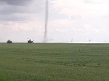 Încă o tornadă în România! Imaginile filmate în urmă cu puțin timp