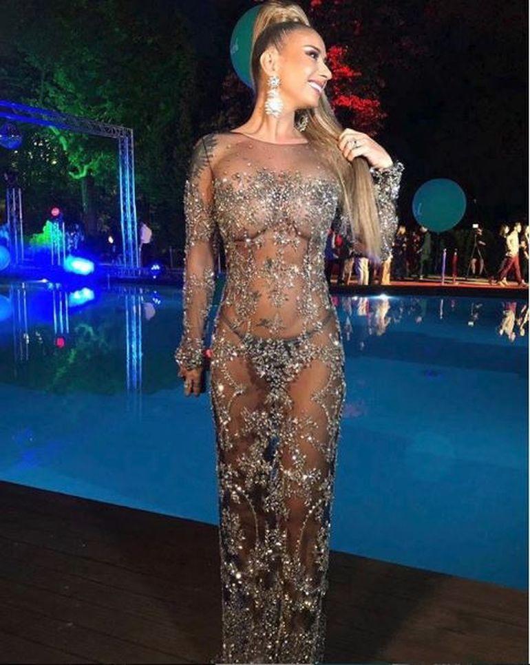 Doamne fereşte, ce păţeşte Anamaria Prodan de când a fost aproape dezbrăcată la o petrecere!