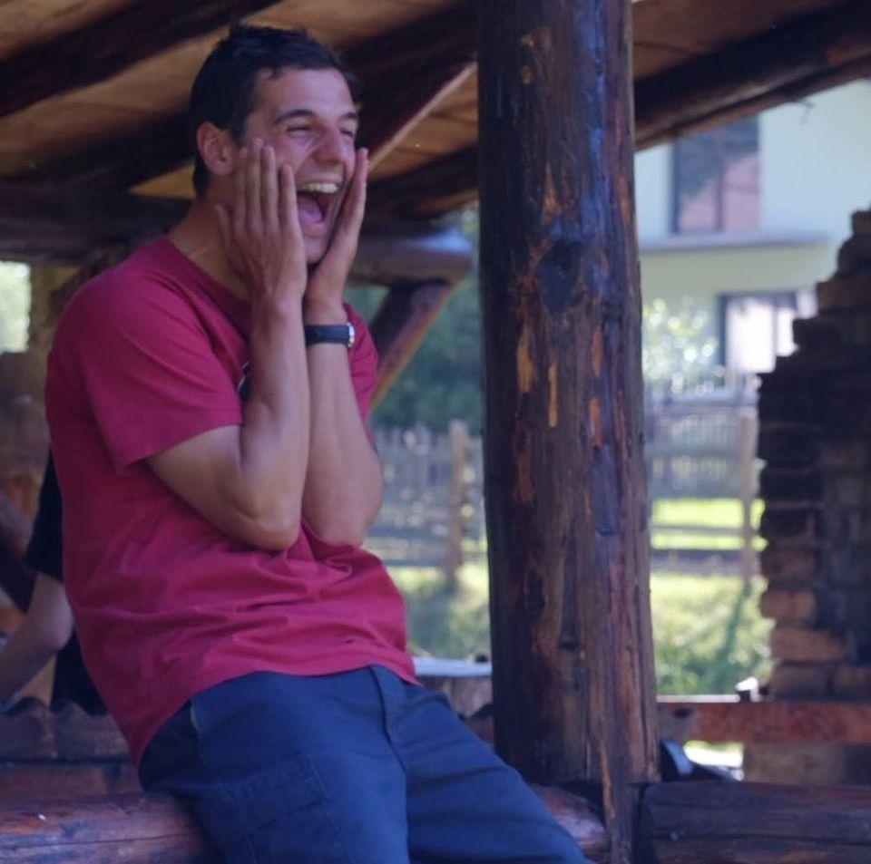Un român din Argentina a mers peste 700 de kilometri ca să voteze! Maximilian Dobrescu a condus cel puţin 8 ore ca să ajungă la secţia de votare!