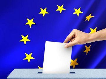 Imagini INCREDIBILE de la Londra! Mii de români stau la coadă să voteze FOTO