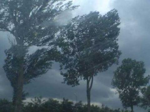 Alertă ANM! Cod galben de furtună în 13 județe! Care sunt zonele vizate