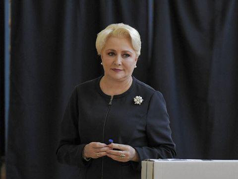 """Declarație șoc despre coafura Vioricăi Dăncilă, după ce premierul s-a prezentat, ieri, la vot! """"Așa se purta pe vremea bunicii""""! Designerul Sonia Trifan comentează apariția"""
