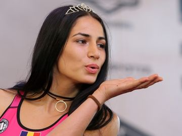 """Diana Belbiță și-a scos """"cucerirea"""" în oraș! """"Prințesa războinică"""" a petrecut o super seară în compania lui Marius Crăciun. Imagini EXCLUSIVE"""