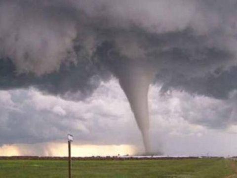 Cod roșu de tornadă în România! Vine urgia! Care sunt zonele afectate
