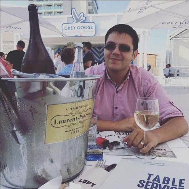 Fiul Vioricăi Dăncilă a anticipat dezastrul PSD la alegeri! Victor a plecat în vacanţă la Paris!
