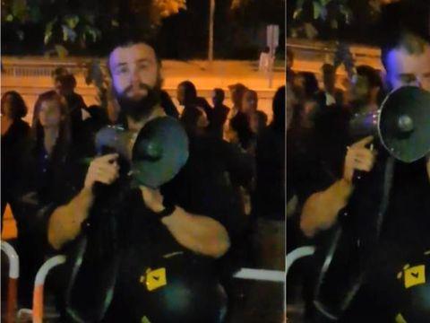 VIDEO emoţionant cu un poliţist din Munchen care izbucneşte în lacrimi când românii îi mulţumesc pentru că i-a ajutat să voteze