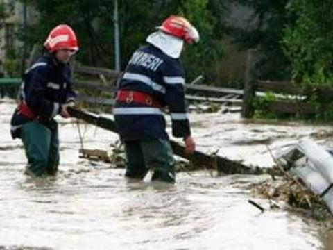 Patru copii, luați de viitură! O fetiță a fost găsită înecată