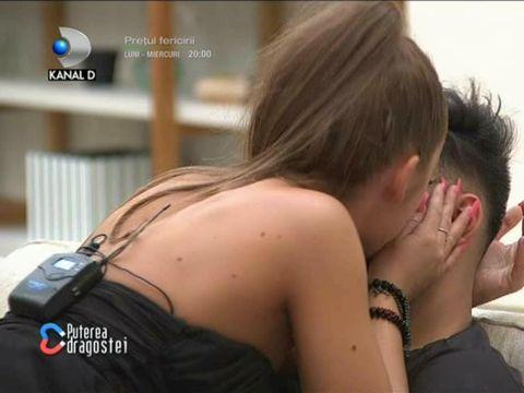 Simona și Jador, atingeri indecente la Puterea Dragostei! Concurenta i-a desfăcut naturii și a băgat mâna imediat! Care a fost reacția lui Jador