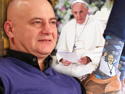 Șocant! Ce șosete a purtat Papa Francisc la vizita în România! Mircea N.Stoian spune totul despre ele, dar și despre pantofii Suveranului Pontif