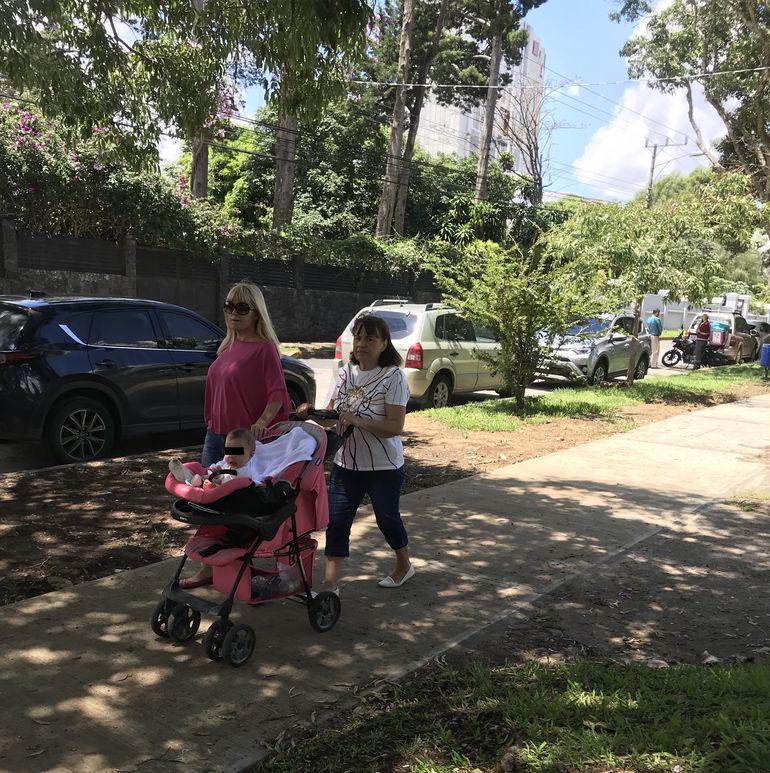 Cu cine a fost surprinsă Elena Udrea în Costa Rica! Imagini inedite