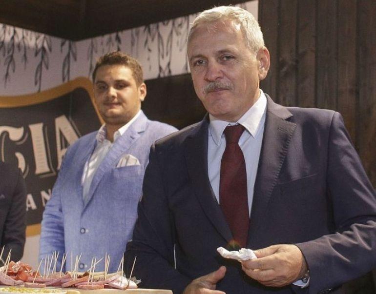 Fiul lui Liviu Dragnea poartă la mână un ceas elveţian din aur roz! Valentin a fost fotografiat după o vizită la avocat!