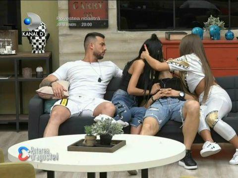 """Scene incredibile la Puterea Dragostei. Bianca l-a sărutat pe Iancu de față cu Bobicioiu! """"Nu-mi place pe obraz, numai pe gură"""""""
