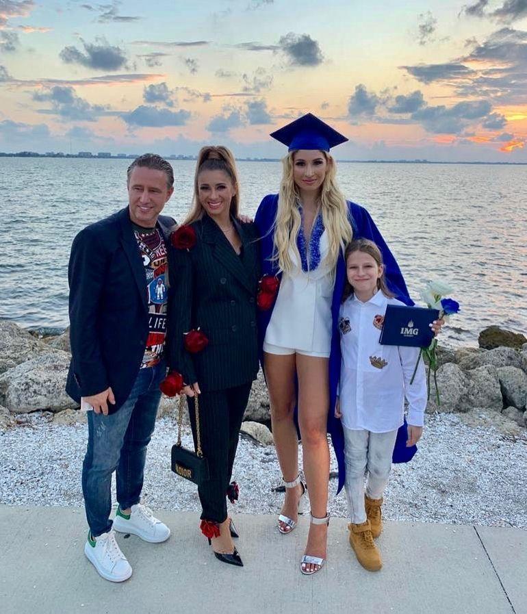 """Cum s-a îmbrăcat Anamaria Prodan la ceremonia de absolvire a fiicei! A spart toate """"tiparele"""" și a atras atenția tuturor"""