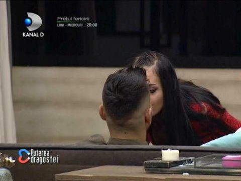 Scene incendiare la Puterea Dragostei. Bianca a făcut striptease și l-a sărutat pe Mocanu! Ana a privit înmărmurită totul