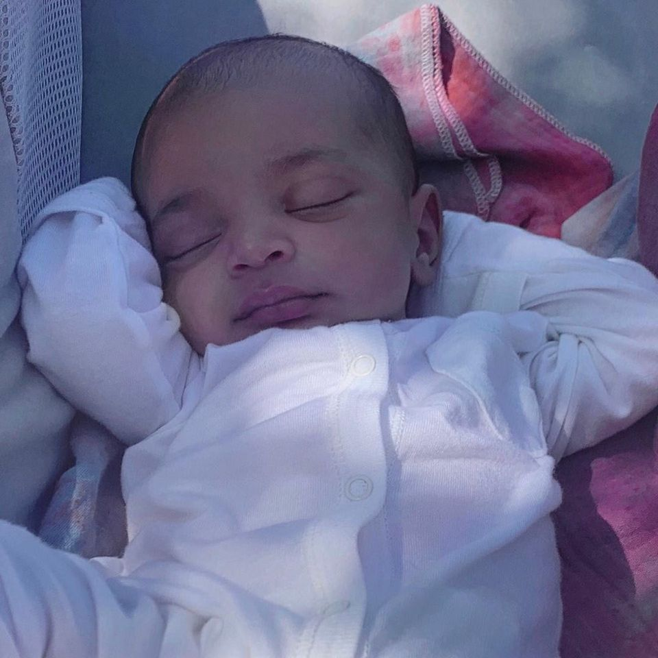Tu recunoști al cărei vedetă este acest bebeluș? S-a așteptat foarte mult prima fotografie cu el!