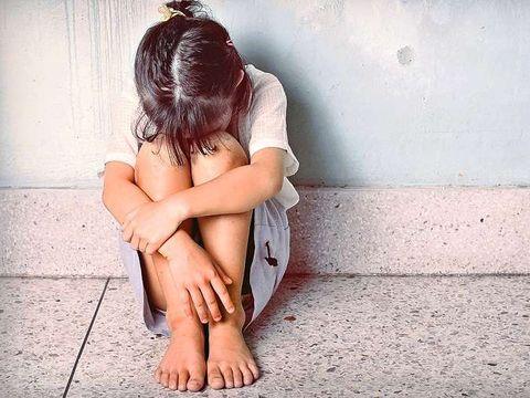 O fetiță de 6 ani din România, agresată sexual de un bărbat de 52! Agresorul e văr cu tatăl micuței. Mărturii cutremurătoare