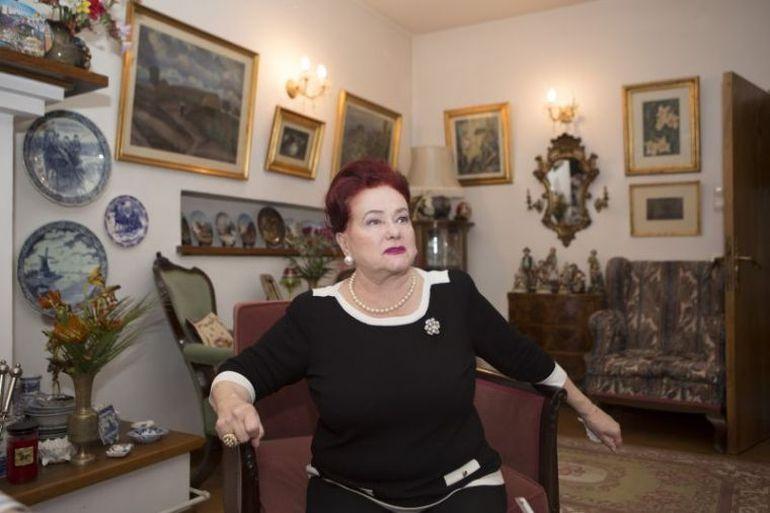 Mobila Stelei Popescu, vândută cu peste 20.000 de euro! Cine a cumpărat fotoliul preferat al artistei