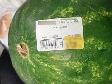 Ireal! Cât a putut să coste un pepene la un hipermarket din Capitală! Suma e uluitoare, de ordinul sutelor de lei!