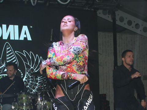 Antonia, imagini interzise minorilor! A apărut pe scenă cu zona intimă la vedere