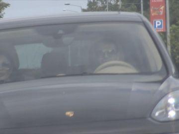 Oana Roman, rochie sumară şi vaporoasă la întâlnirea cu Brigitte şi Pastramă! Uite cum i-au surprins paparazzii pe cei trei! VIDEO EXCLUSIV!