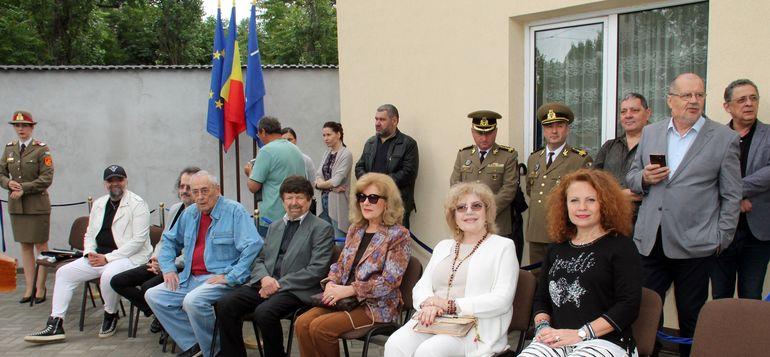 S-a inaugurat monumentul artiștilor muzicii românești! Uite cum au apărut Corina Chiriac, Marius Țeicu sau Stela Enache FOTO
