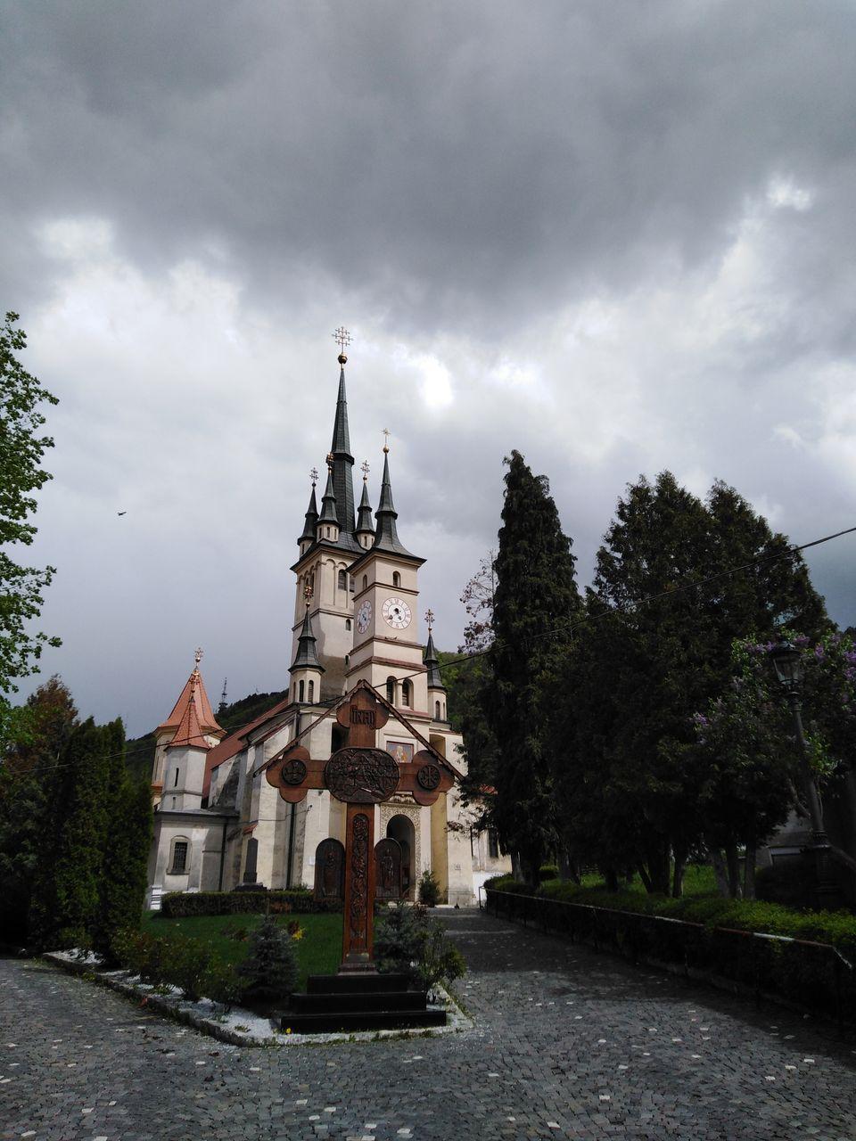 Imagini fabuloase cu casa părintească a lui Horia Brenciu! Artistul a crescut în curtea unei biserici din Brașov! FOTO EXCLUSIV