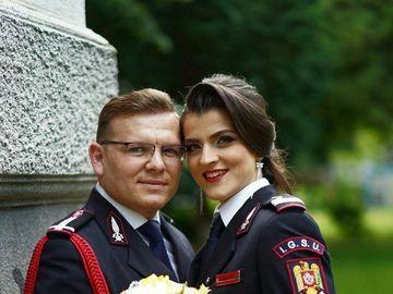 Ionuț și Silvia plecau în fiecare zi la muncă în uniforma militară. Totul s-a schimbat radical într-o bună zi. Atunci ei au îmbrăcat altă ținută. Ce s-a întâmplat!