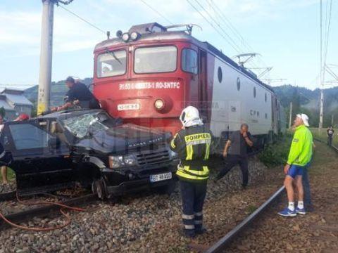 Accident cumplit în România. O mașină de lux, izbită în plin de tren! Ce s-a întâmplat cu șoferul