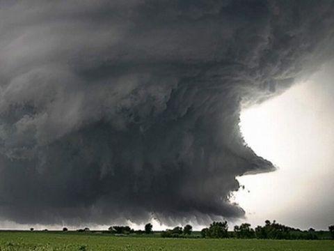 Alertă meteo! Cod galben de vreme rea în aproape toată țara! Ploi torențiale, vijelii și grindină!