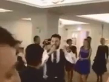 """Imagini de senzaţie! Jador filmat când cântă """"Un trandafir creşte la firida mea"""" şi piesa favorită a lui Gigi Becali, """"Opa opa"""""""