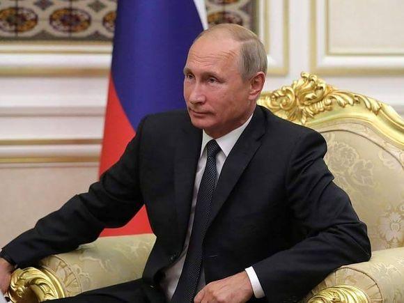 Actrița care riscă închisoarea după ce a luat cina cu Vladimir Putin și Kevin Costner!