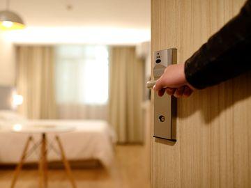 O femeie din Dâmbovița a sunat la ușa unui vecin la miezul nopții. Ce s-a întâmplat după aceea întrece orice imaginație