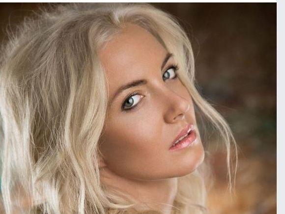 Ce frumoasă e Tina, sora cântăreței Anca Pop! Artista a murit  înecată în Dunăre