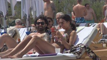 Imagini incendiare cu Pepe și soția lui pe șezlong, la mare! Paparazzi au luat-o razna când au văzut
