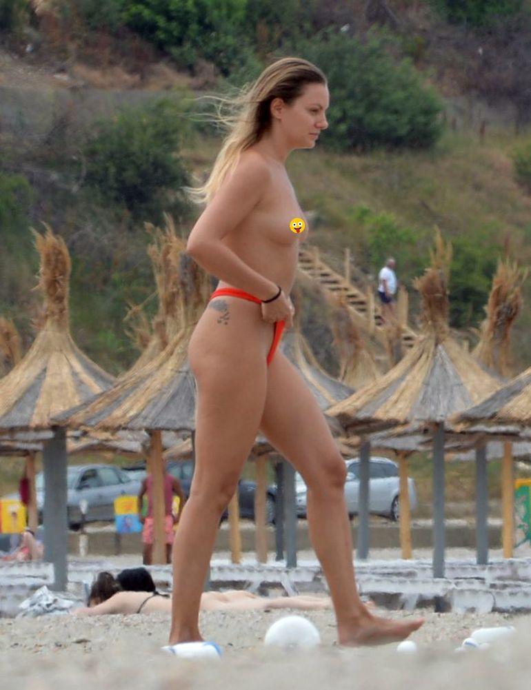 Alexandra Stan, imaginile pe care chiar și noi am fost nevoiți să le cenzurăm! Cântăreața a apărut în sânii goi si a făcut show-sexy la malul mării sub ochii tuturor! VIDEO EXCLUSIV