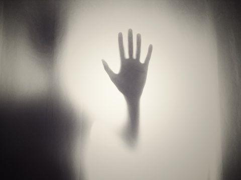 O tânără mamă a avut parte de un sfârșit îngrozitor! Ce i-a făcut soțul, care credea că are o aventură cu un prieten de pe Facebook