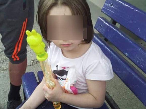 Fetiță de numai trei ani, abandonată de mamă în stația de autobuz! Ce le-a spus oamenilor, ți se rupe sufletul