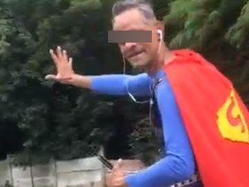 """Viralul zilei pe Facebook. Cum a oprit Poliția Română un supererou: """"Băi, Superman, trage-te colo pe dreapta"""""""