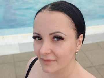 Primele poze cu Silvana Rîciu la piscină! Cântăreața de muzică populară s-a distrat cu copiii FOTO