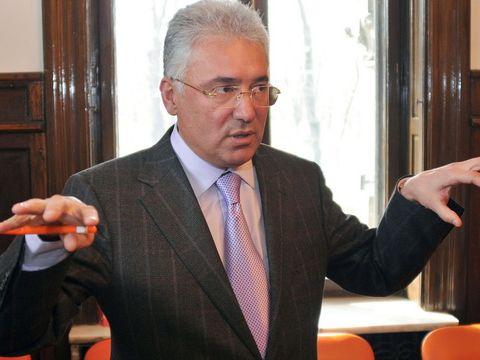 Adriean Videanu vrea să ridice nouă blocuri turn în Bucureşti! Vor fi cele mai înalte clădiri din sudul Capitalei!