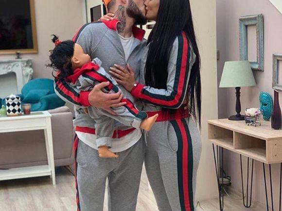 """""""Toți 3""""! Simina a postat o poză cu Zănoagă ținând în brațe un bebeluș și a făcut anunțul"""
