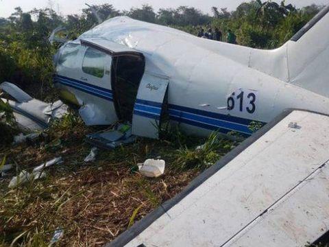 Tragedie aviatică. Un avion s-a prăbușit chiar sub ochii familiilor celor din aeronavă