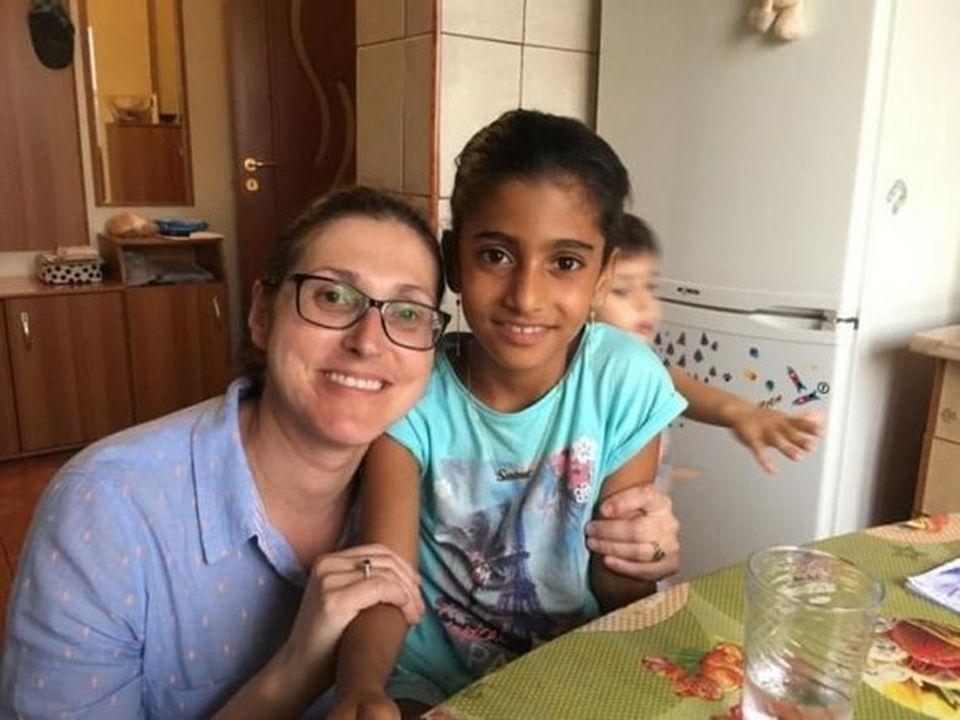 Unde lucrează tatăl adoptiv al Sorinei, fetița luată cu mascații de la familia care a crescut-o