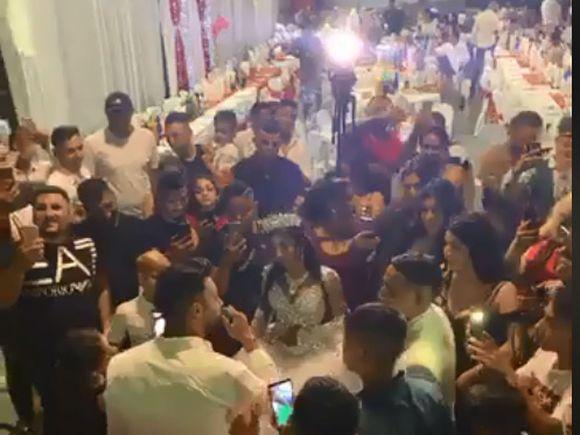 Jador de la Puterea dragostei a cântat aseară la o nuntă în Milano. Ce s-a întâmplat când la restaurant şi-a făcut apariţia Adrian Minune