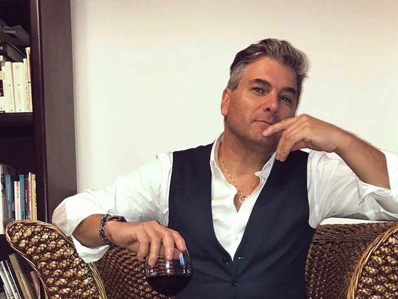 Mircea Radu îşi vinde casa! Uite cum arată garsoniera din centrul Bucureştiului a prezentatorului de televiziune!