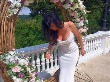 Simona Suhoi (ex-Sensual), decolteu de infarct! Cum a apărut fosta regină a tabloidelor la o nuntă de fițe
