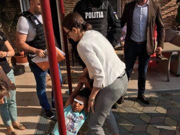 Cazul Sorina! Cristi Mitrea a semnat petiţia prin care se cere ca fetiţa abuzată de procuroare să rămână cu actuala ei familie! Fostul iubit al Andreei Mantea a fost impresionat de suferinţa Sorinei!