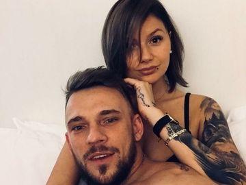 """Fotografie de infarct cu Nella Angheluţă! Fosta soţie a lui Ionuţ """"Jaguarul"""" s-a pozat dezbrăcată în pat!"""