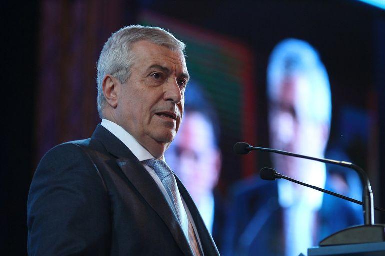 Călin Popescu Tăriceanu câştigă de 5 ori mai mult decât soţia sa! Politicianul i-a făcut cadou Loredanei două apartamente!